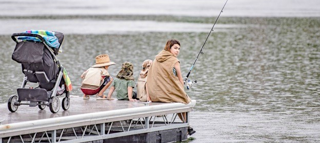 5-mom-and-kids-fishing.jpg