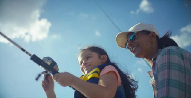 3-madre-e-hija-pescando.jpg