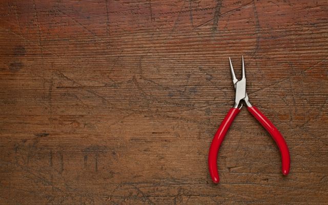 3-Fishing-needle-nose-pliers640x400.jpg