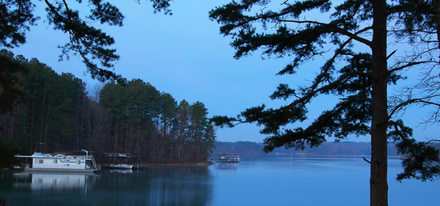 10 amazing u s lake boating spots to visit for Lake lanier fishing spots